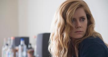 Sharp Objects, nova minissérie da HBO, promete conflitos intensos entre passado e presente