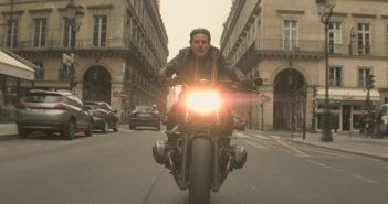 Tom Cruise encara trânsito parisiense em vídeo dos bastidores de Missão: Impossível – Efeito Fallout